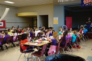 Students eating at Wear Purple Lunch